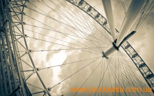 London Eye by Fernando Garcia